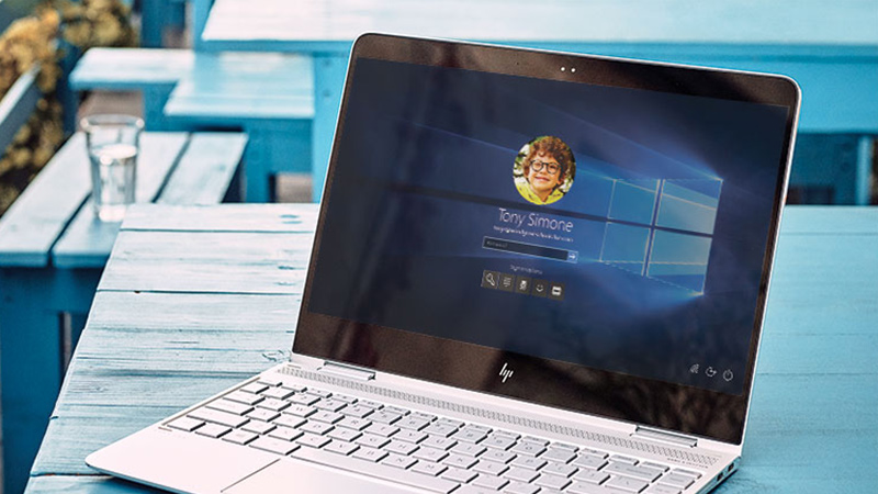 Windows Hello'yu gösteren Windows cihaz